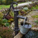 Вода на участке: колодец или скважина? Что выбрать?