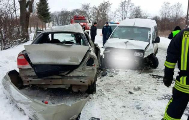 столкнулись три авто