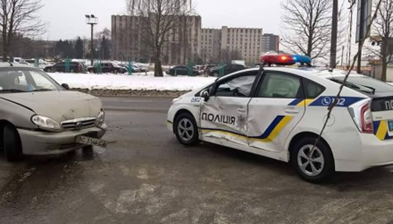 патрульный автомобиль