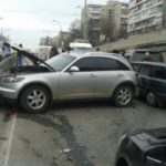 Двойное ДТП в Киеве: автомобили разбиты вдребезги
