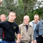 В Киеве троица молодчиков избила двух парней до полусмерти