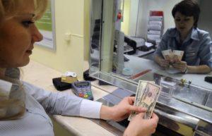 кассир украл доллары