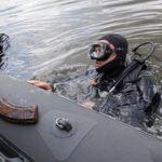 Боевые пловцы нашли тайник с оружием на дне Москвы-реки в районе Крылатского моста