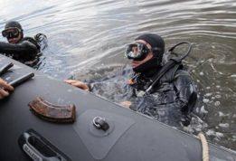 Боевые пловцы нашли тайник с оружием