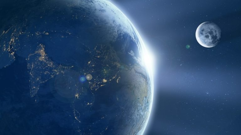 вторая Луна около Земли