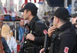 В Анталии полицейские избили женщину