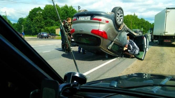 автомобиль сбил женщину