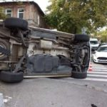ДТП в Днепре: микроавтобус въехал в Kia и перевернулся