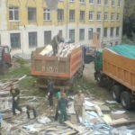 В Тверском районе вместо детской площадки жители получили «недодел» со строительным мусором и ямами (ФОТО)