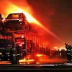 Возле Ровно сгорел автовоз с десятками новых авто