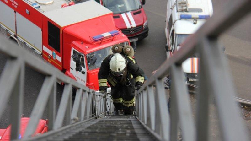 эвакуировали более трехсот человек