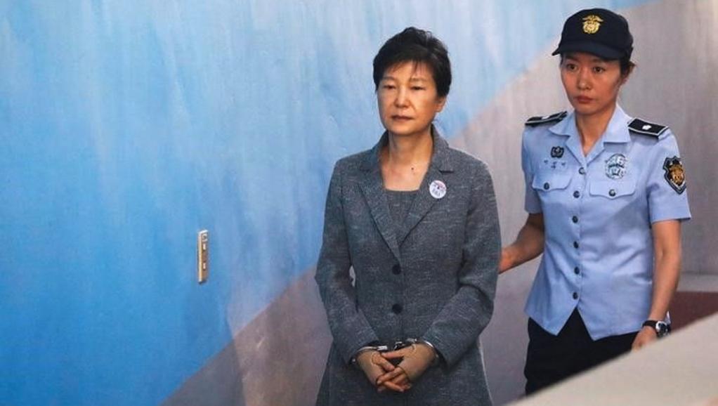 обвинение в коррупции Пак Кын Хе