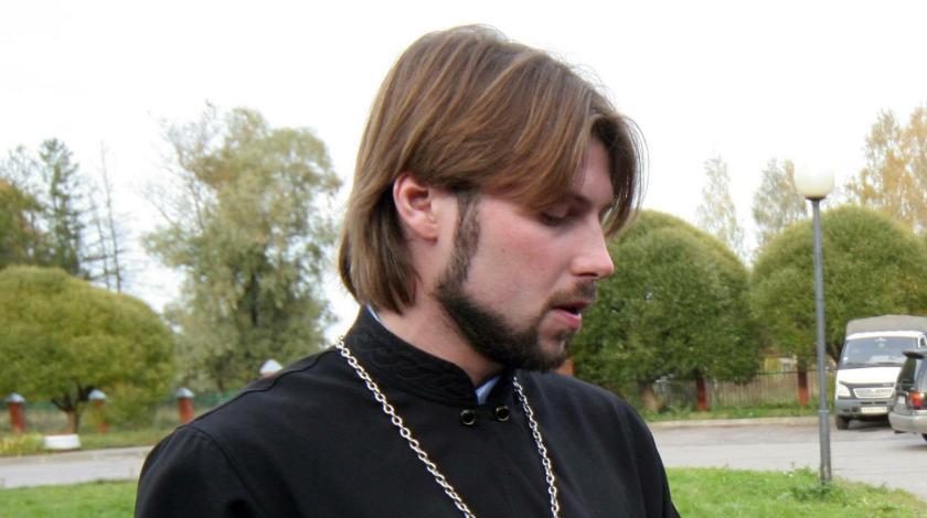 священник-педофил