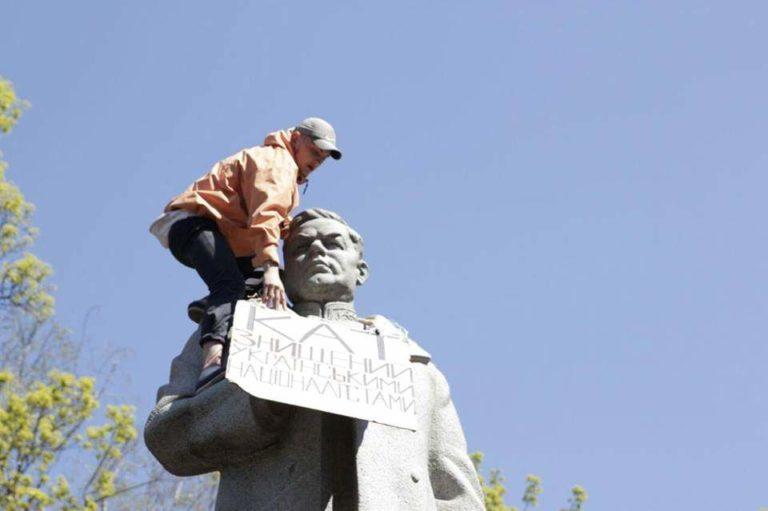 сносить памятник Ватутину