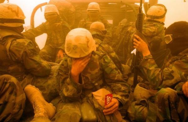 американских морских пехотинцев везут в Багдад