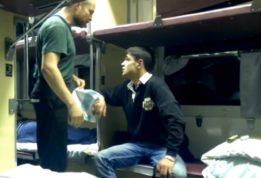 пассажир вонзил нож в шею своего соседа