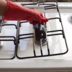 Как очистить решетку газовой плиты?